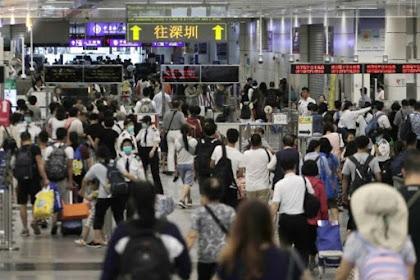 Ribuan Pengunjuk Rasa Dalam Bentuk Rantai Manusia Sepanjang Jalan di Hong Kong
