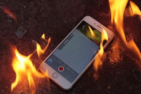 الأسباب التي قد تسبب انفجار بطارية هاتفك ولا نعيرها أي اهتمام