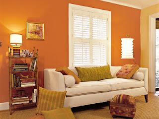 Sala con paredes naranja