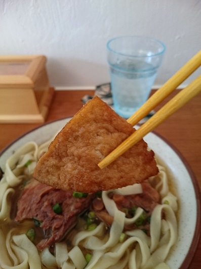 まるごと新山そばの揚げ豆腐の写真