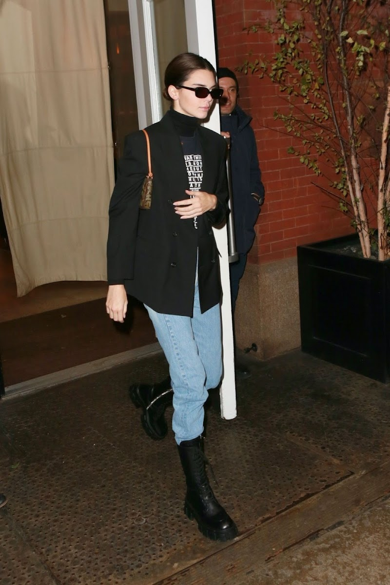 Kendall Jenner Clicked While Leaving Her Hotel in New York 17 Nov-2019