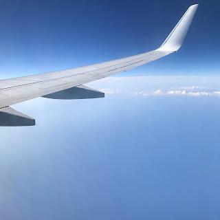 vue aérienne depuis le hublot de l'avion