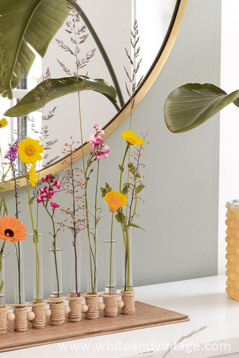 Dekotipp: Blumendeko mit Glasröhrchen
