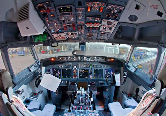 Boeing 737-700 cockpit