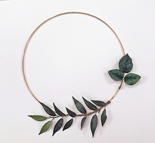 https://www.diys.com/modern-wreath/