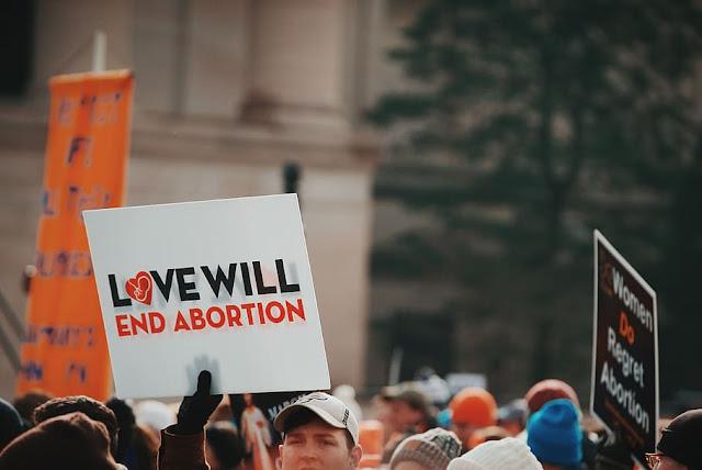 Puluhan Ribu Perempuan Liberal di Amerika Serikat Demo Dukung Hak-hak Aborsi.lelemuku.com.jpg