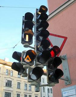 Nu är det för all del inte alltid så lätt att göra rätt vid trafikljuset.