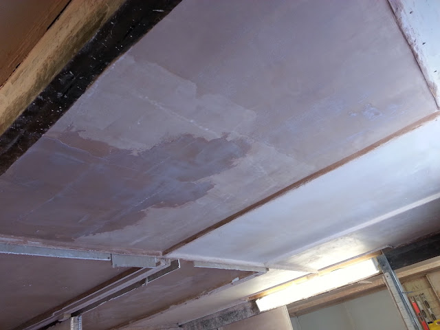 Plastering a Ceiling on a Course