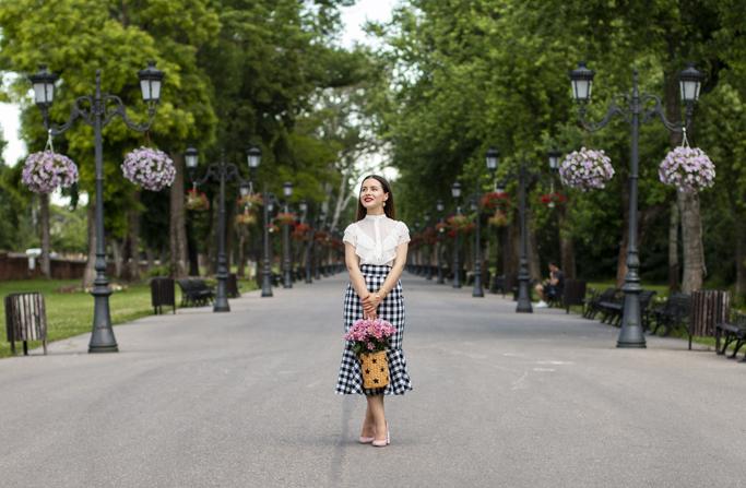 adina nanes checked midi skirt street style