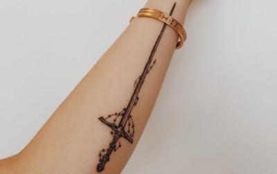 Tatuajes de espadas que debes probar