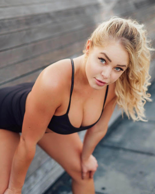 Courtney Tailor Hot Pics and Bio