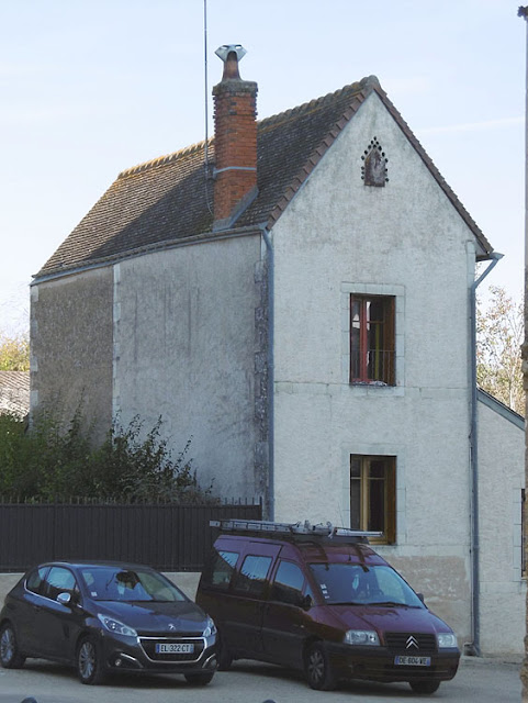 House in Sainte Catherine de Fierbois, Indre et Loire, France. Photo by Loire Valley Time Travel.