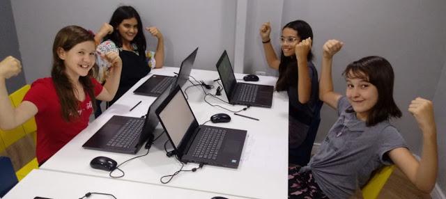 Escola empodera meninas com turma exclusiva para desenvolvedoras de jogos