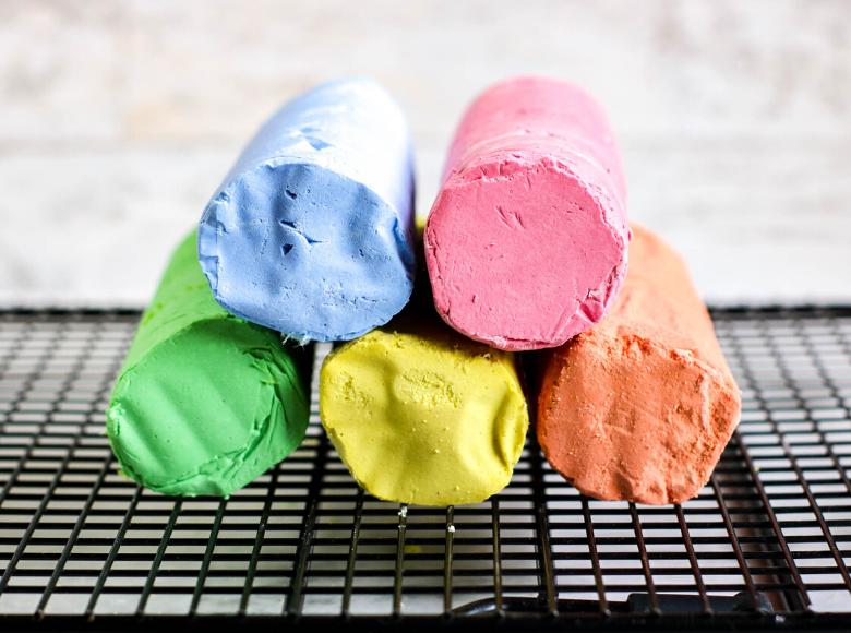 easy sidewalk chalk recipe