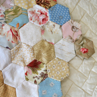 hexagons for Anna Levens quilt: QuiltBee