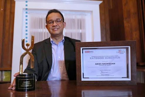 Anies Raih Penghargaan Beritasatu Public Leaders Awards
