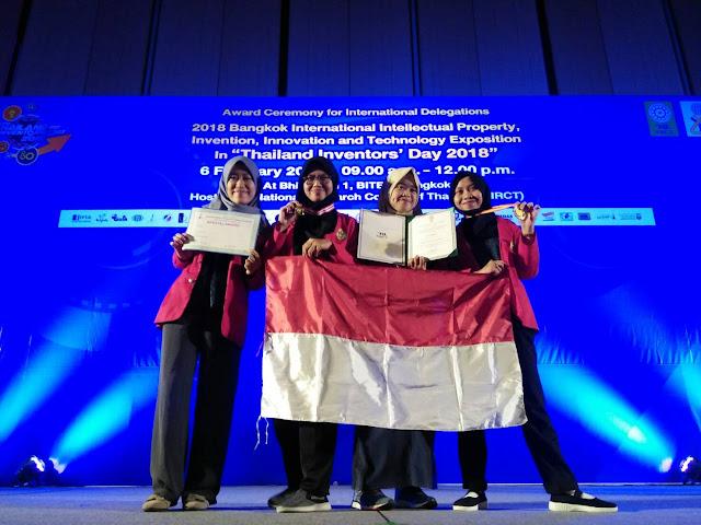 Mahasiswa Farmasi Unhas Raih Medali Emas dan Penghargaan Khusus dalam Ajang IPITEx 2018 di Thailand