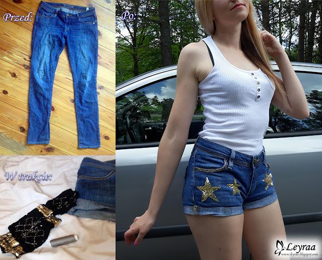 Szorty jeansowe z cekinowymi gwiazdkami, biała bokserka z kieszonką i guzikami na dekolcie, trampki czarno-białe vans