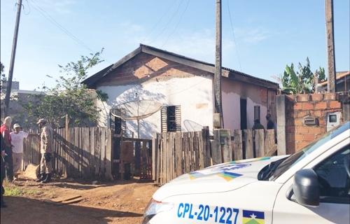 Menino de 3 anos morre carbonizado em casa; pai diz que filho incendiou sofá com isqueiro em Rondônia