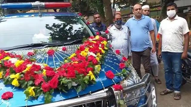উল্লাপাড়া মডেল থানার পুলিশ সদস্যকে সহকর্মীদের ভিন্নরকম বিদায়
