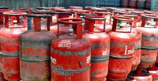 खुशखबरी ! लॉकडाउन में 256 रुपये सस्ता हुआ LPG गैस सिलेंडर की कीमत, अभी जानें