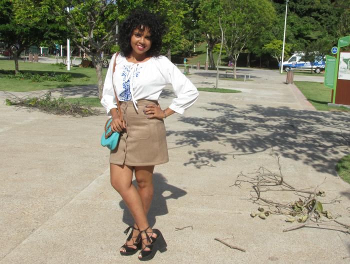 Saia de suede e camisa branca, saia de suede, camisa branca, natália sena, parque da cidade