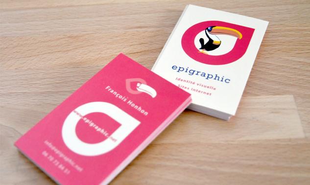 Epigraphic – một studio với hình ảnh chú chim bên trong biểu tượng màu hồng. Khá đơn giản, nhưng để lại ấn tượng sâu sắc với người đã từng xem qua nó.