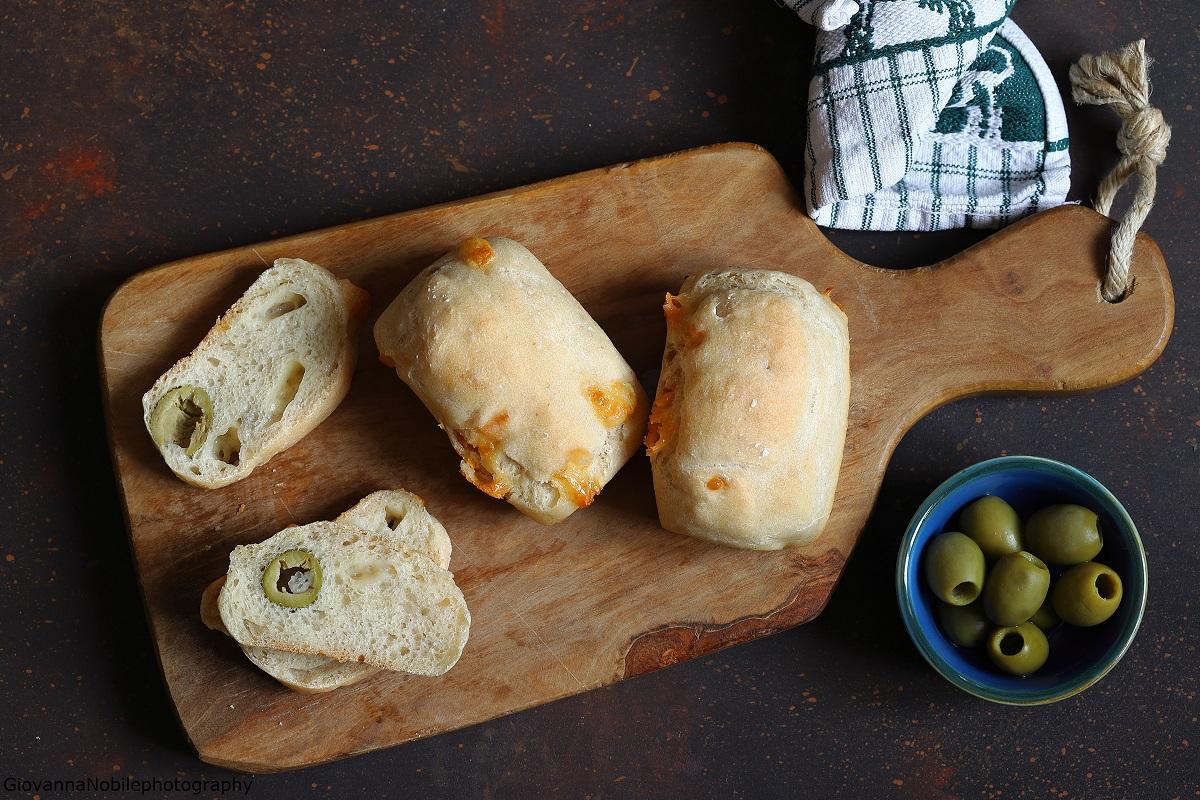 Panini con provolone e olive