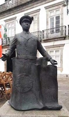 escultura de Humberto Delgado no Porto