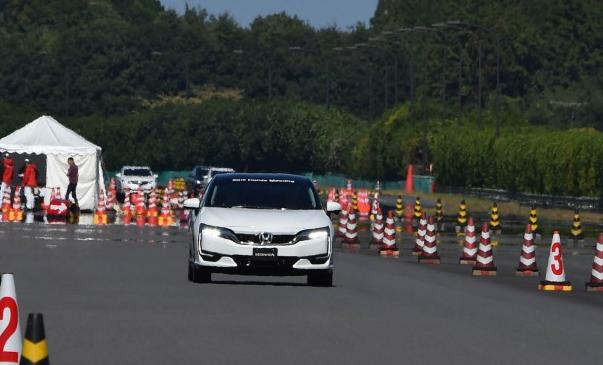 2017 Honda FCV Hybrid Price, Specs, Change