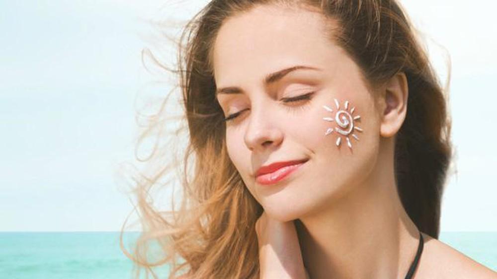 Kem chống nắng bảo vệ da khỏi tia các tia UV gây hại