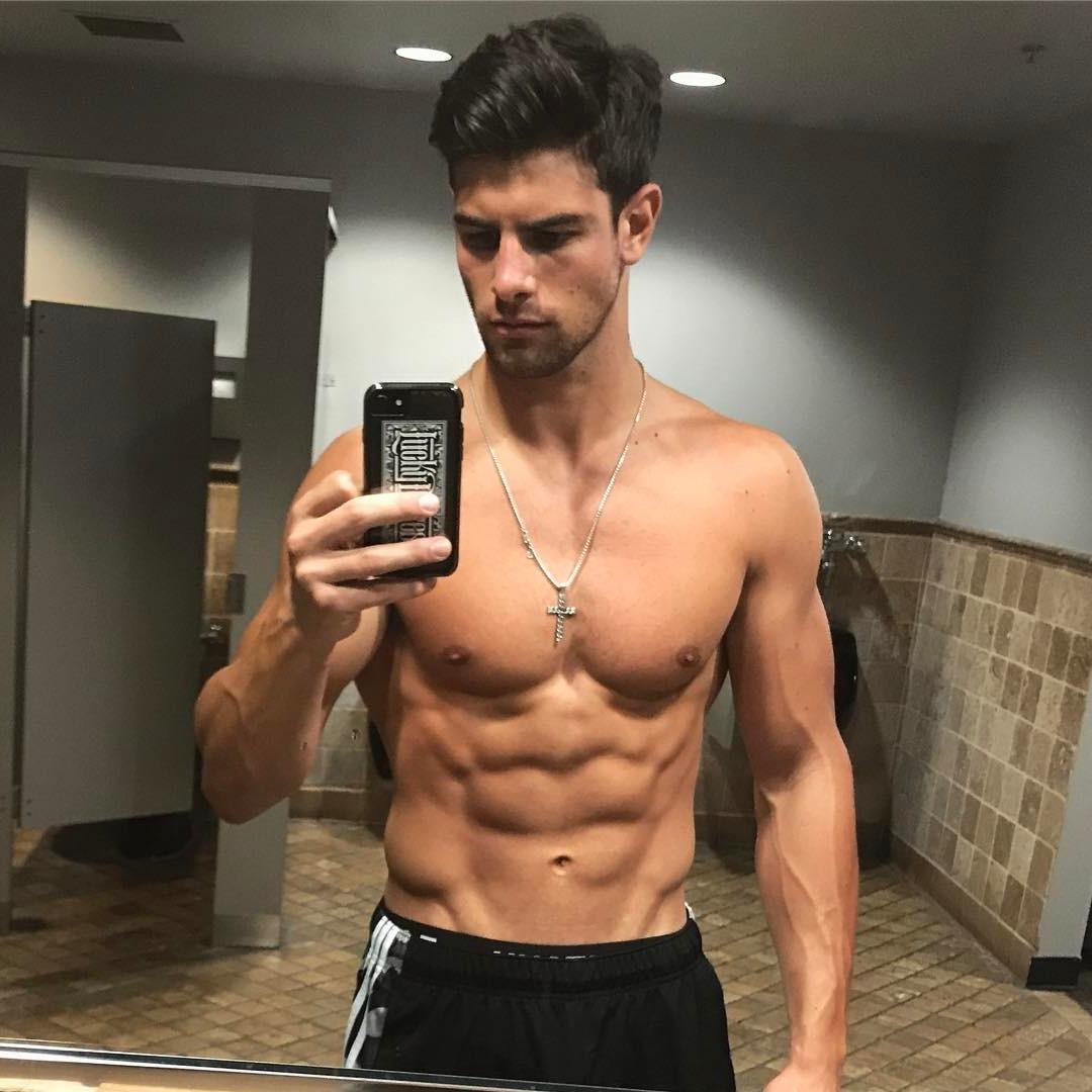 hot-guys-selfies-shirtless-body-dark-hair