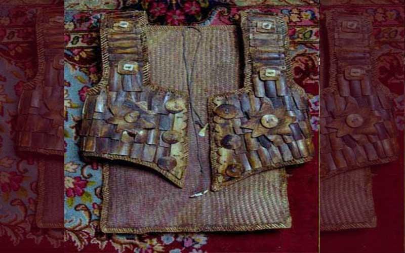 Baju dari Anyaman Tikar
