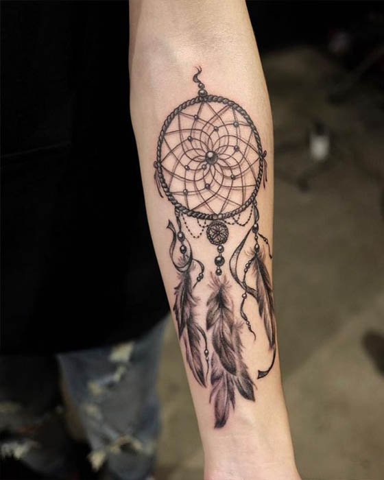 tatuaje atrapasueños antebrazo hombre