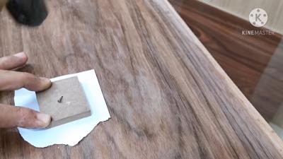 علاج التقبيب في القشرة الخشب بإستخدام قطعة خشب عليها مسمار