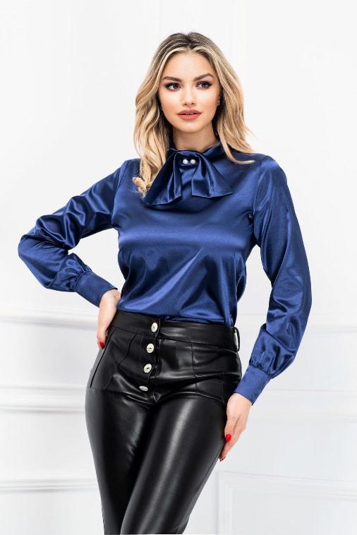 Bluza eleganta bleumarin din satin cu funda stilizata