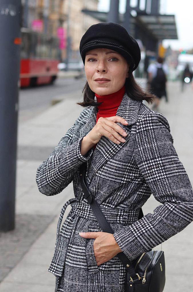 co nosić do płaszcza w kratę