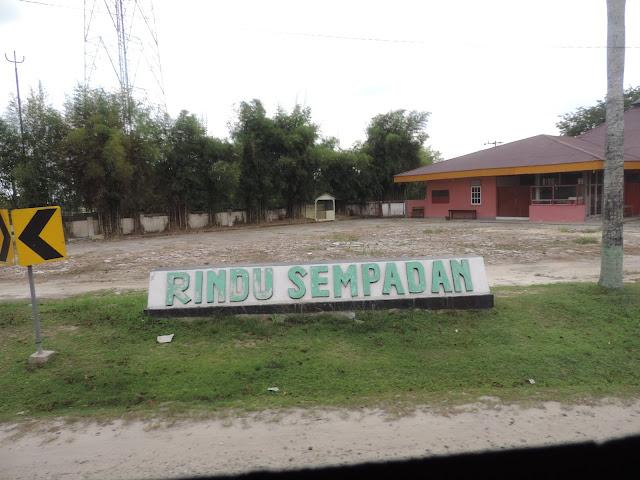 Rindu Sempadan, dituliskan besar-besar di jalan raya Pekanbaru