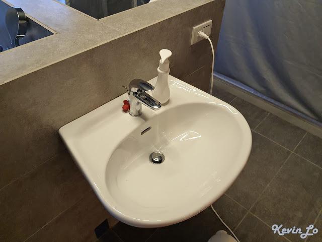 拉波波村營區洗手台