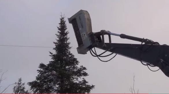 Τρομερό μηχάνημα σβήνει ολόκληρα δέντρα με ένα απλό άγγιγμα (Video)