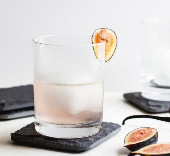FIG, VANILLA BEAN + GIN COCKTAIL #drinks #vodka