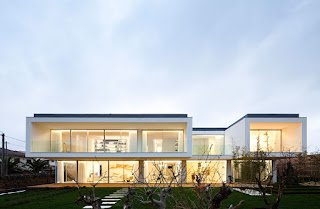 деревянные окна в стиле минимализма