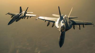 Piloto de F/A-18 de la Marina comparte nuevos detalles sobre los encuentros con OVNIs durante el despliegue en Medio Oriente