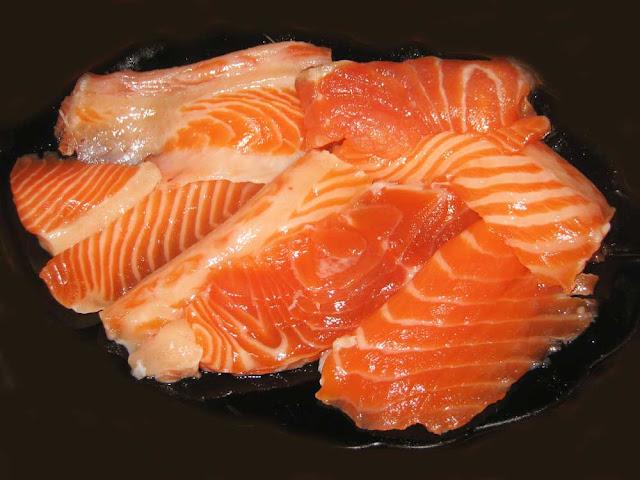 Филе рыбы - 800 г;  Луковица - 2 штуки большие; Шампиньоны - 200 г;  Мука - 1 столовая ложка;  Масло сливочное - 2 столовые ложки;  Желток сырой - 2 штуки;  Лимон ( сок и цедра) - 1 штука;