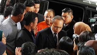 Isa Samad Tiba Di Mahkamah Untuk Prosiding Reman