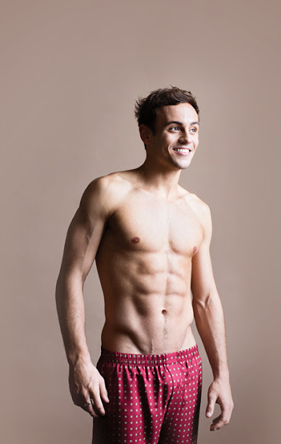Tom Daley Com Volume Marcado no Shorte