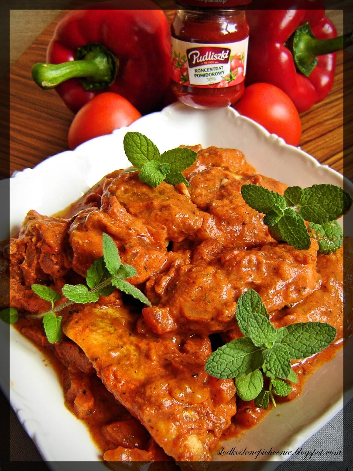 Filet z piersi kurczaka w sosie pomidorowym