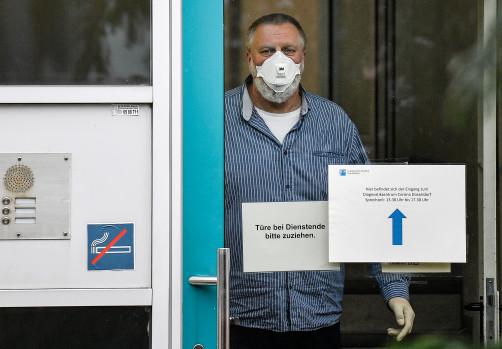 Британські лікарі назвали нові симптоми притаманні інфікованим коронавірусом
