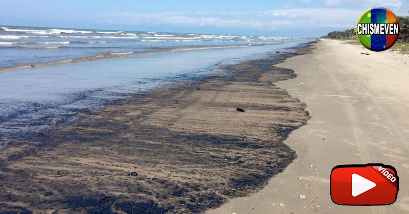 Miles de litros de gasolina flotan en las orillas de Morrocoy