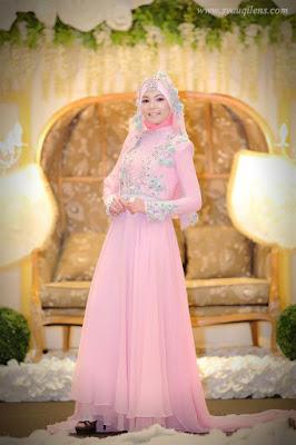 Contoh baju pengantin muslim modern warna pink